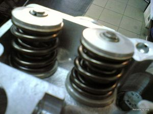 RD racing head: titanium valves, aluminum retainers, double springs.